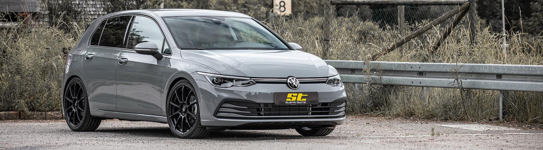 Steht einfach sauber mit einem ST Gewindefahrwerk auf der Straße: der neue VW Golf 8 (CD)